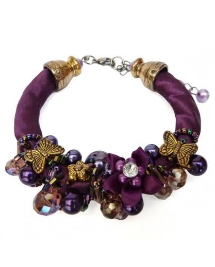 Soie violette, fleurs et papillons sur un buisson de perles (Bracelet)