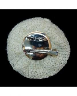 Tricot blanc et perles (2 fonctions : Broche et Pince à cheveux)