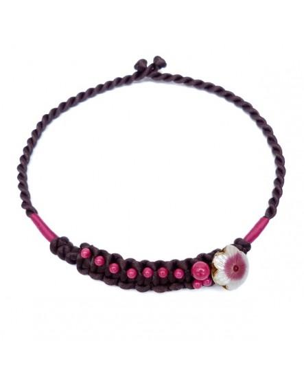 Macramé aux perles rose  ornée d'une fleur (Collier)