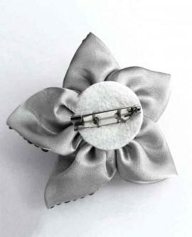 Fleur en tissu argenté - Broche