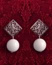 Boucles d'oreilles Losange dentelle argentée et perle blanche