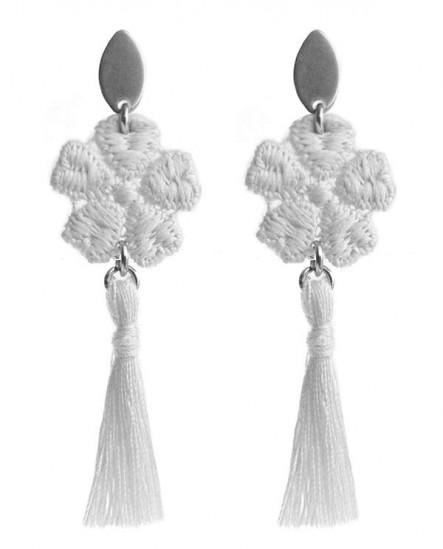 boucles d'oreilles acier chirurgical - fleur et pompon beige