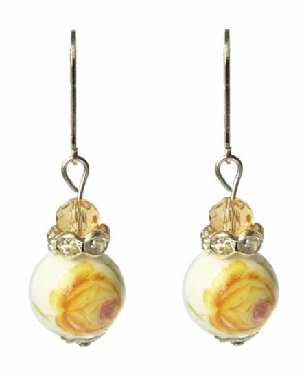 Porcelaine blanche à fleurs jaune - boucles d'oreilles dormeuses