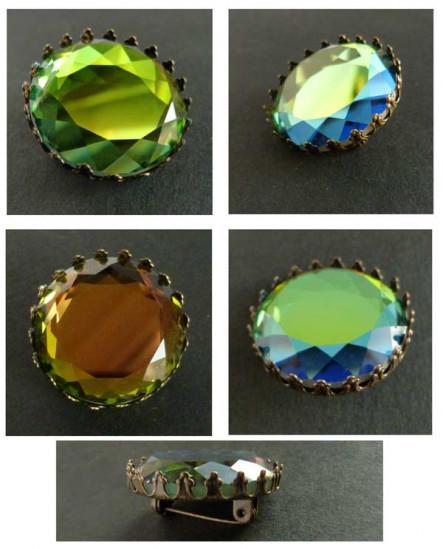 Broche couronne bronze au cabochon vert et mordoré
