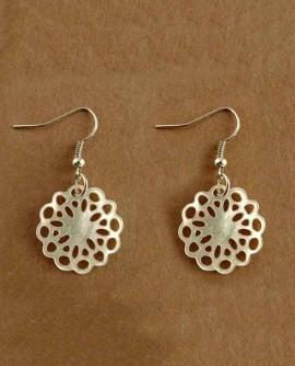 Boucles d'oreilles fleur nacre blanche mariage mariée bohème