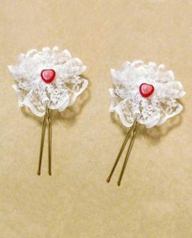 Lot de 2 épingles à cheveux de mariage - petit coeur rouge sur dentelle blanche