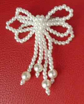 Broche noeud perles imitation culture nacrées blanche