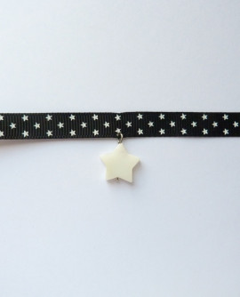 Collier ras de cou étoiles noir et blanc