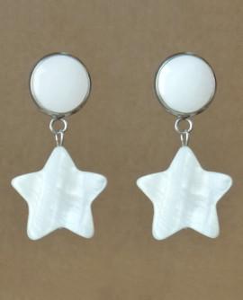 boucles d'oreilles puces avec des étoiles de nacre blanche