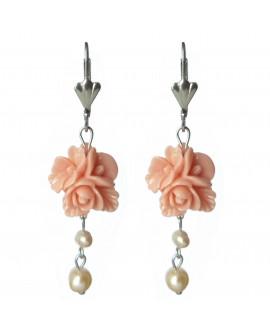 boucles d'oreilles dormeuses fleurs rose saumon et perles d'eau douce
