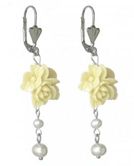 boucles d'oreilles dormeuses fleurs jaune crème et perles nacrées