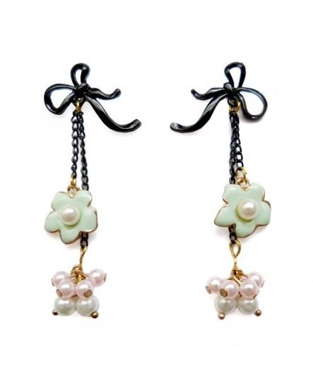 Boucles d'oreilles façon noeud en ruban, fleur et grappe de perles