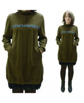 Broderies et dentelle sur maille de coton (robe)
