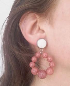 Boucles d'oreilles noires et blanches gouttes