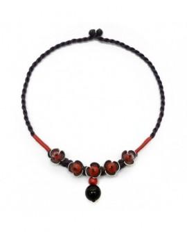 Fleurs argentées et perles rouges (Collier)