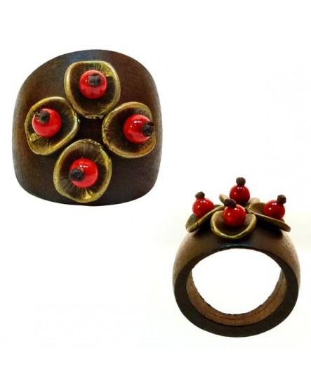 Bois, perles rouges et coupelles dorées (Bague)