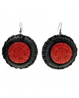 Perle sculptée rouge  et satin noir (Boucles d'oreilles)